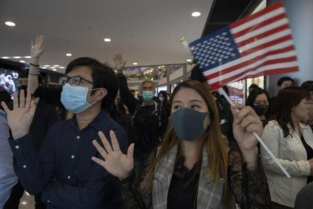 Hong Kong: Cina condanna Congresso Usa