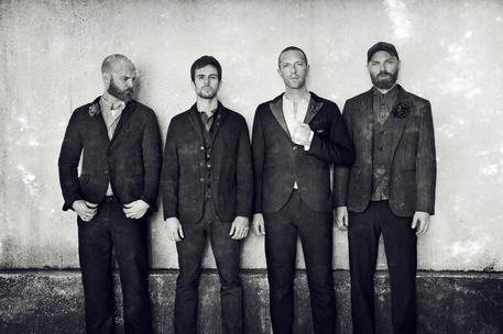Coldplay, Everyday Life ponte oriente-occidente