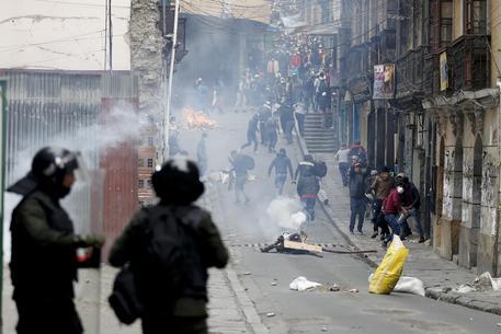 Bolivia, un morto negli scontri tra polizia e sostenitori di Morales