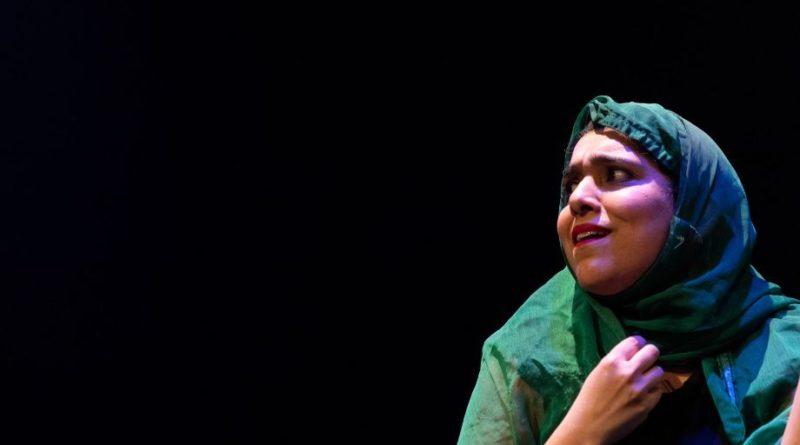 'DIRTY PAKI LINGERIE' di e con Aizzah Fatima, 15 e 16 novembre Teatro del Lido di Ostia