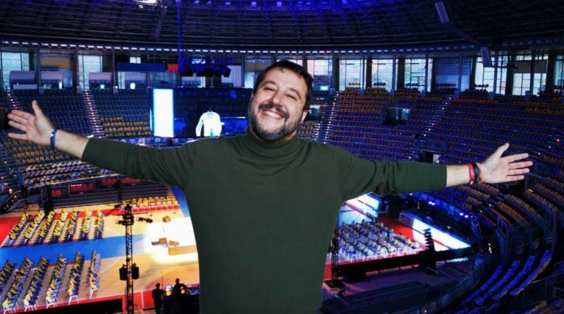 """Salvini a Bologna, Centri sociali in piazza: """"Bacioni dalla Russia"""""""