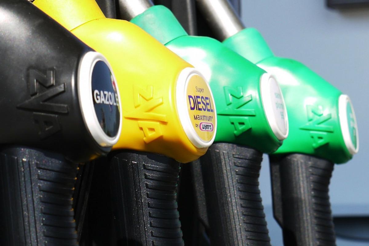 Vola alle stelle il prezzo della benzina