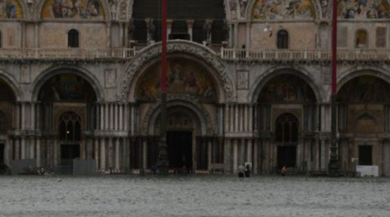 Maltempo. Fiumi di fango a Matera. Basilica di San Marco allagata