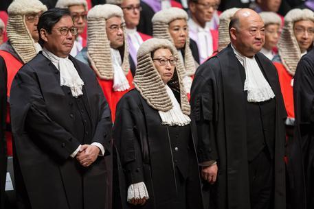Hong Kong: ministro contestato a Londra