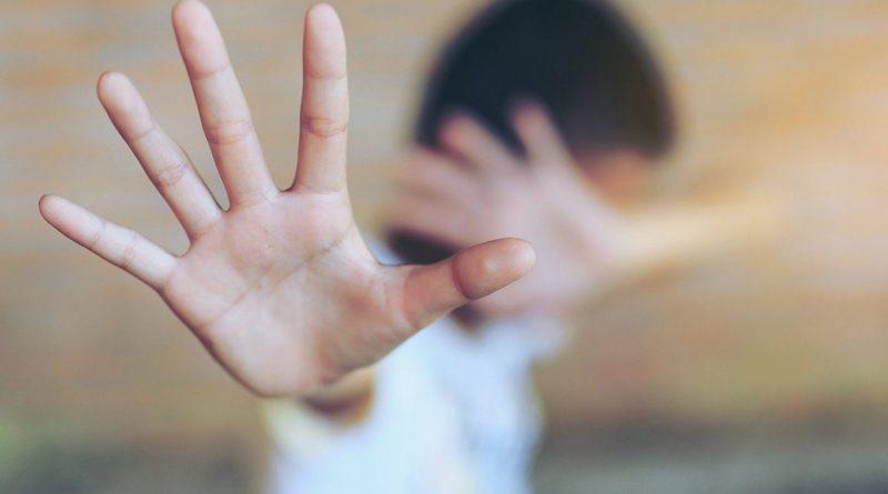 Reggio Emilia, violenta per anni figlio amici di famiglia: arrestato