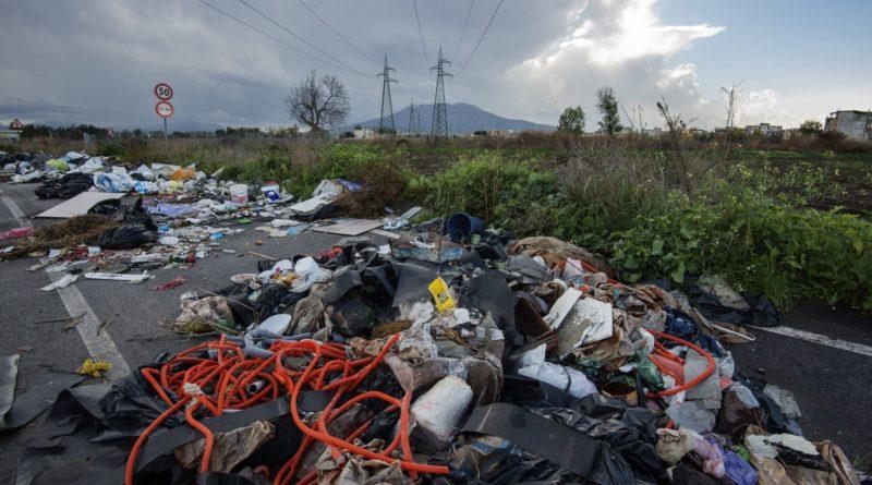 Tassa rifiuti, il Sud più caro del Nord: in Campania si pagano 421 a famiglia