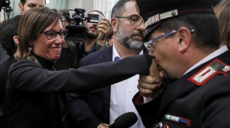 """Omicidio Cucchi. Due carabinieri condannati a 12 anni. Ilaria: """"Stefano ora potrà riposare in pace"""""""