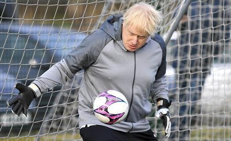 Gb: maggioranza assoluta alle elezioni o dimissioni? Boris glissa