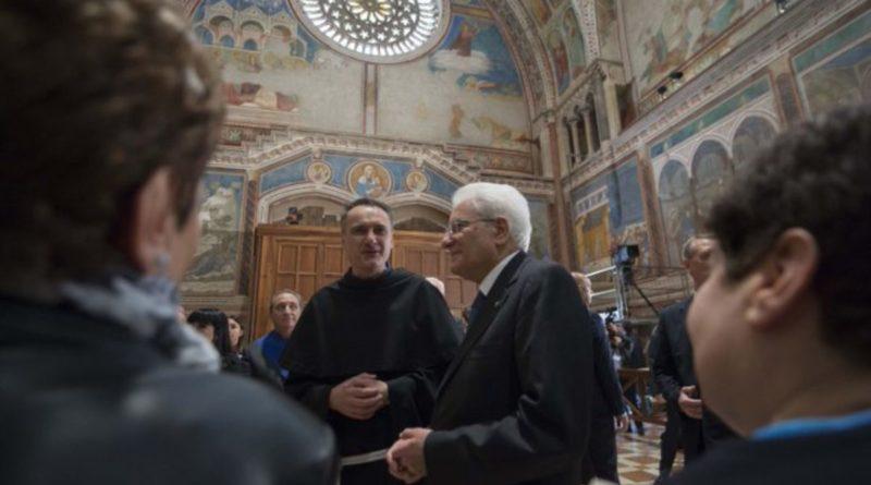 """A Mattarella la Lampada della Pace: """"Un riconoscimento all'Italia"""""""