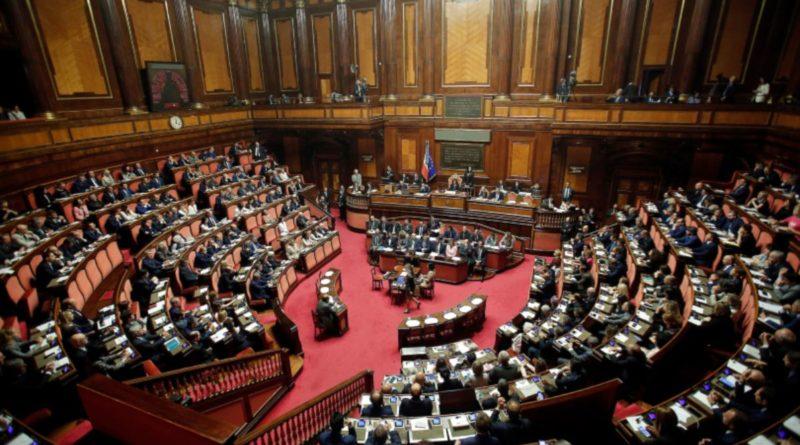 Il Salva-Stati spacca il M5s: tre senatori pronti a passare con la Lega