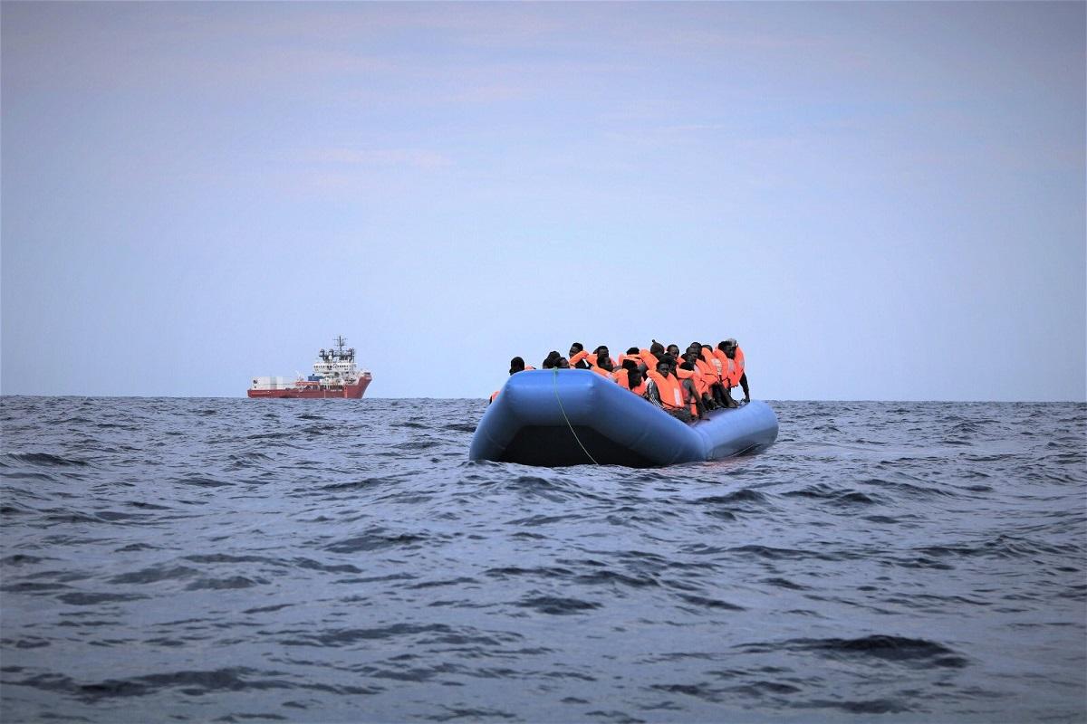 Migranti, Lampedusa: 5 sbarchi nella notte, hotspot oltre capienza