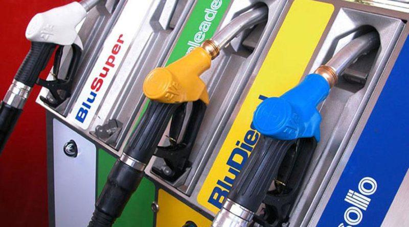 Petrolio in caduta libera: perché non si riducono benzina e gasolio?