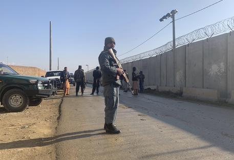 Afghanistan: attacco a Bagram, 50 feriti anche bambini