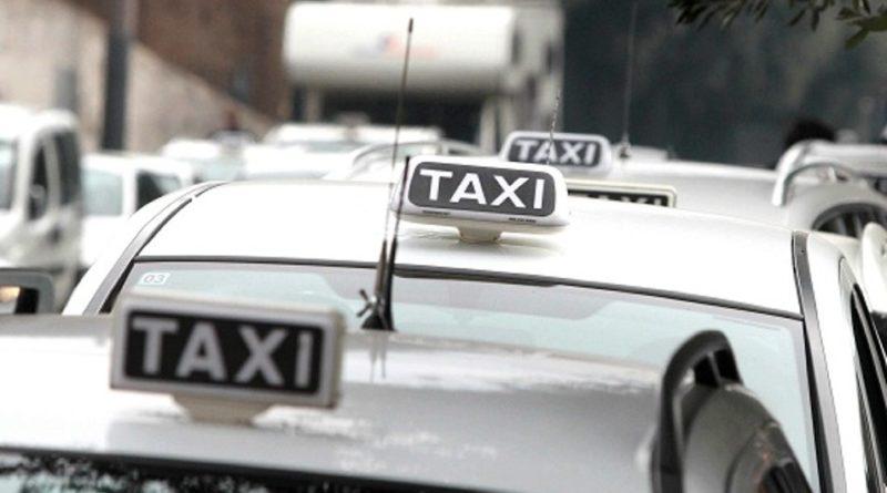 Chiede uso tassametro a Fiumicino, tassista gli sferra pugno