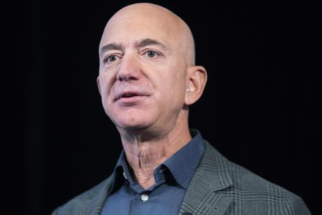 Il Guardian accusa Bin Salman: 'Hackerò il telefono di Bezos'