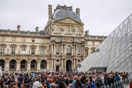 Louvre chiuso per sciopero, file