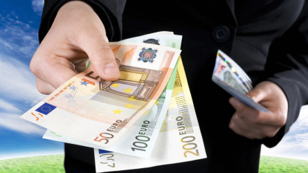 Detrazioni IRPEF: le regole sullo stop al contante