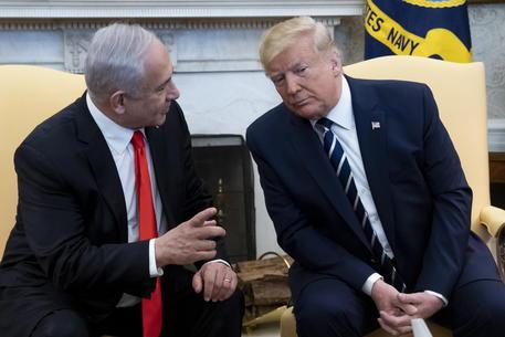 Trump svela il piano per il Medio Oriente: 'Uno stato ai palestinesi, Gerusalemme capitale d'Israele'