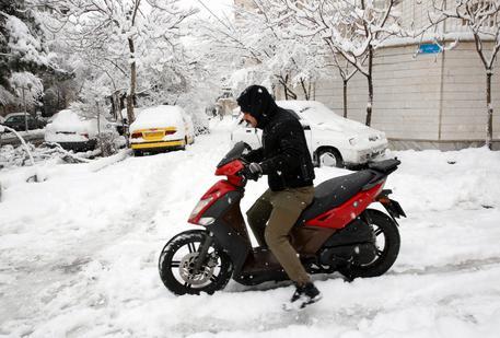 Iran, forti nevicate, scuole chiuse