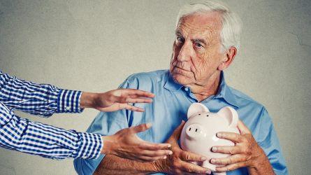 """Il Coronavirus """"taglia"""" le pensioni: quanto peserà il crollo del Pil sugli assegni"""