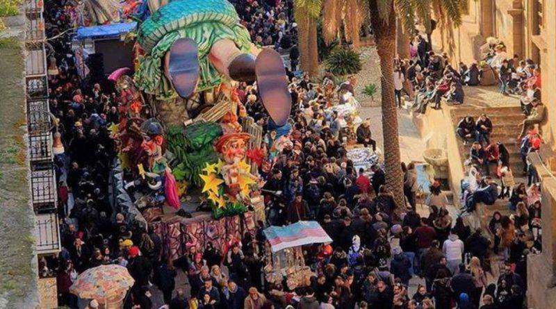 Tragedia al Carnevale di Sciacca, bimbo cade da un carro e muore