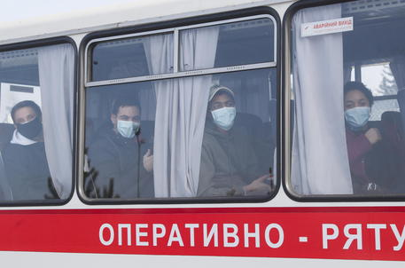 Ucraina: attaccati pullman dalla Cina