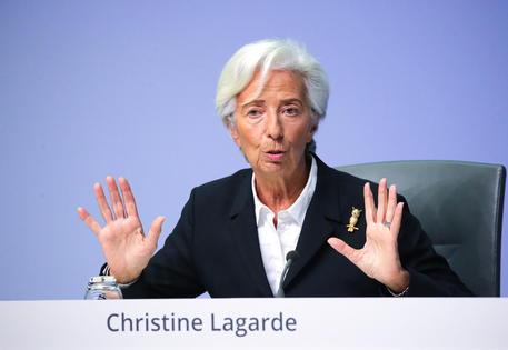 La Bce lascia i tassi fermi a zero. Europa debole, spread stabile