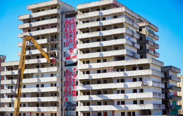 Napoli. Iniziata la demolizione della Vela di Gomorra