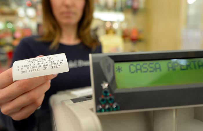 Lotteria degli scontrini: si parte il 1° febbraio, ma solo col bollino blu