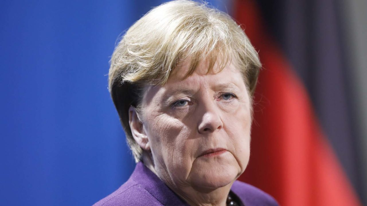 """Russia, Merkel: """"Ue abbia rapporti diretti con Mosca"""""""