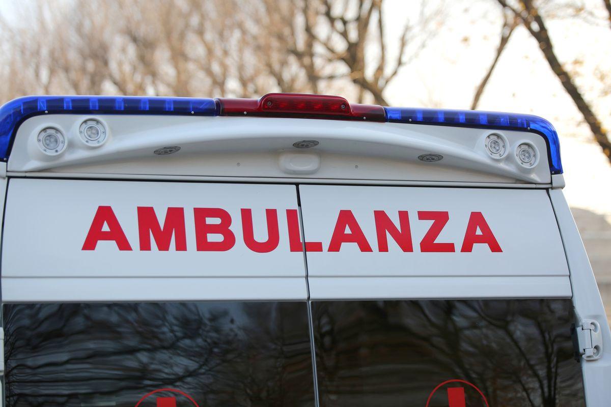 Napoli, schianto auto-moto sotto la pioggia: un morto