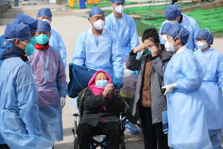 Coronavirus: contagi ancora su, +223. Le vittime sono 15