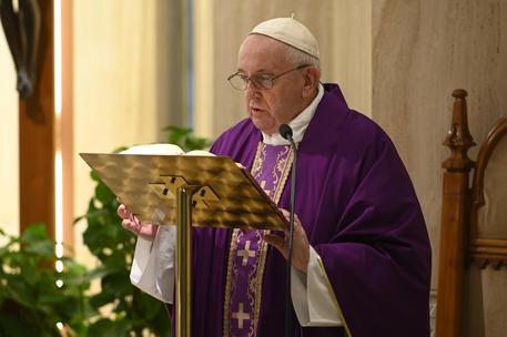 Papa: 'Carceri sovraffollate, rischio calamità per il Covid-19'