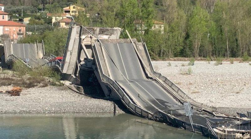 Crolla ponte su strada provinciale Massa Carrara