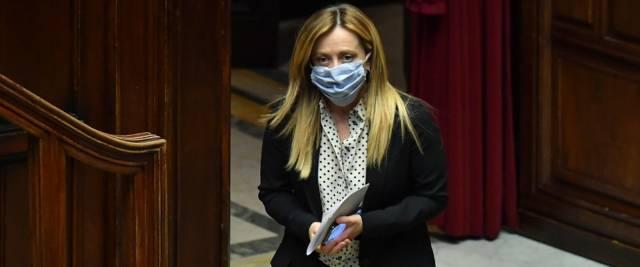 """Meloni boccia la proposta di Salvini: """"A Pasqua messe da remoto"""""""