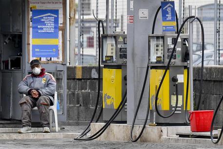 Prezzo della benzina ai massimi da oltre un anno