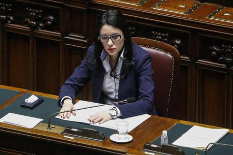 Decreto Scuola, il governo chiede la fiducia. Parole 'sessiste' contro la ministra Azzolina
