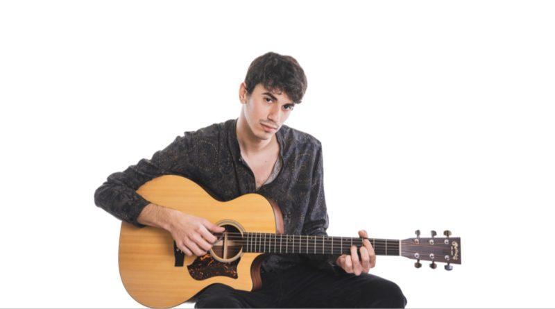 """Junior V, il singolo """"Odore d'Incenso"""" segna la maturità artistica tra indie folk e pop internazionale"""