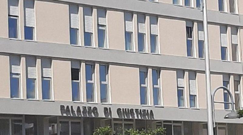 Relazione con un alunno minorenne, professoressa condannata a sei anni e sei mesi