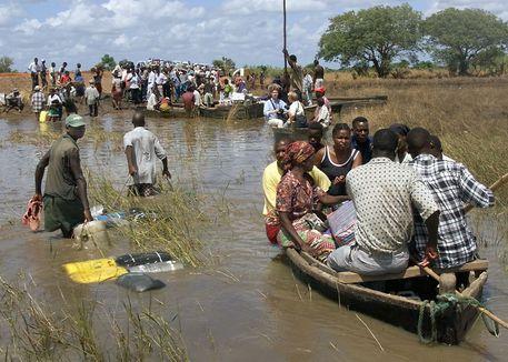 Mozambico: naufraga barcone, 13 i morti