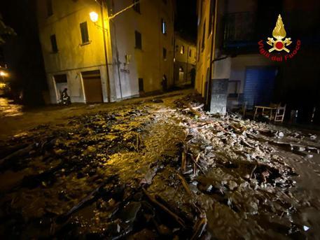 Allagamenti e smottamenti nel Bolognese, strade come torrenti