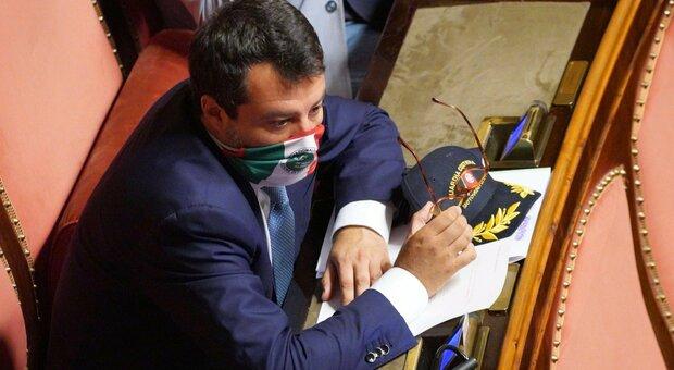 Salvini, dietrofront sulla mascherina: l'appello. Il Pd attacca