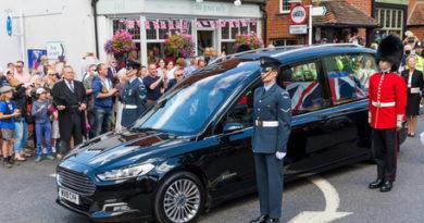 Gb: funerali di Vera Lynn, tornano a volare gli Spitfire