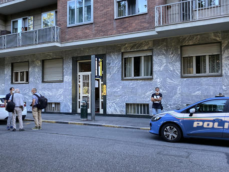 Omicidio-suicidio a Torino, uccide madre e si lancia dal nono piano
