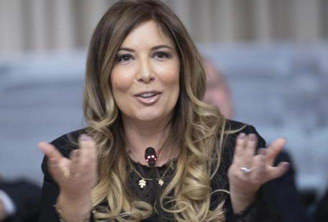 Selvaggia Lucarelli deferita all'Ordine dei giornalisti per il video del figlio che contesta Salvini