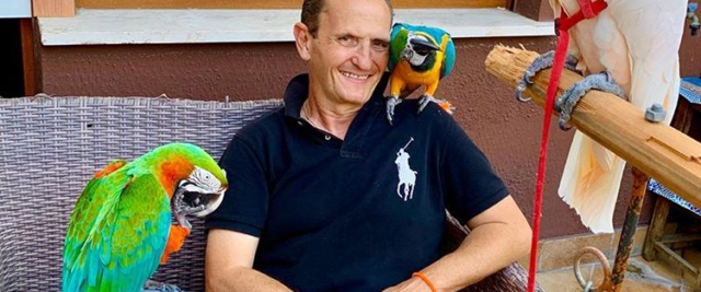 Enzo Salvi: il mio pappagallo Fly sta meglio, ma ora inasprire pene per chi maltrattata animali