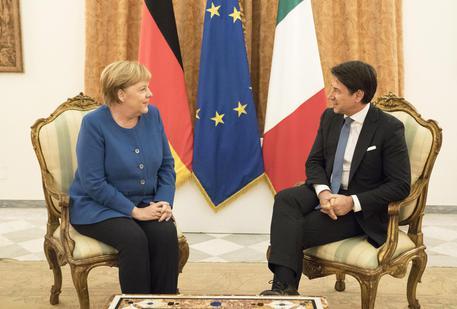 Conte a Berlino dalla Merkel in vista della trattativa in Ue