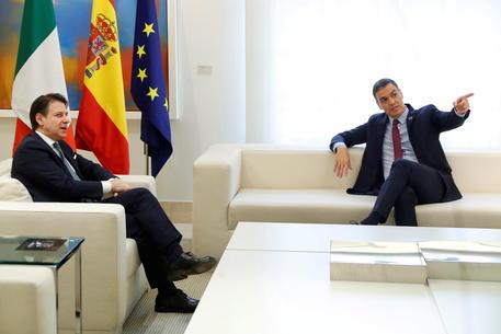 Bilaterale Italia-Spagna, Conte e Sanchez: 'Recovery fund entro fine luglio, non c'è tempo'