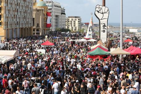 Beirut: Piazza dei Martiri si riempie per raduno anti-governo