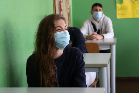 Campania, sì a rientro a scuola per superiori